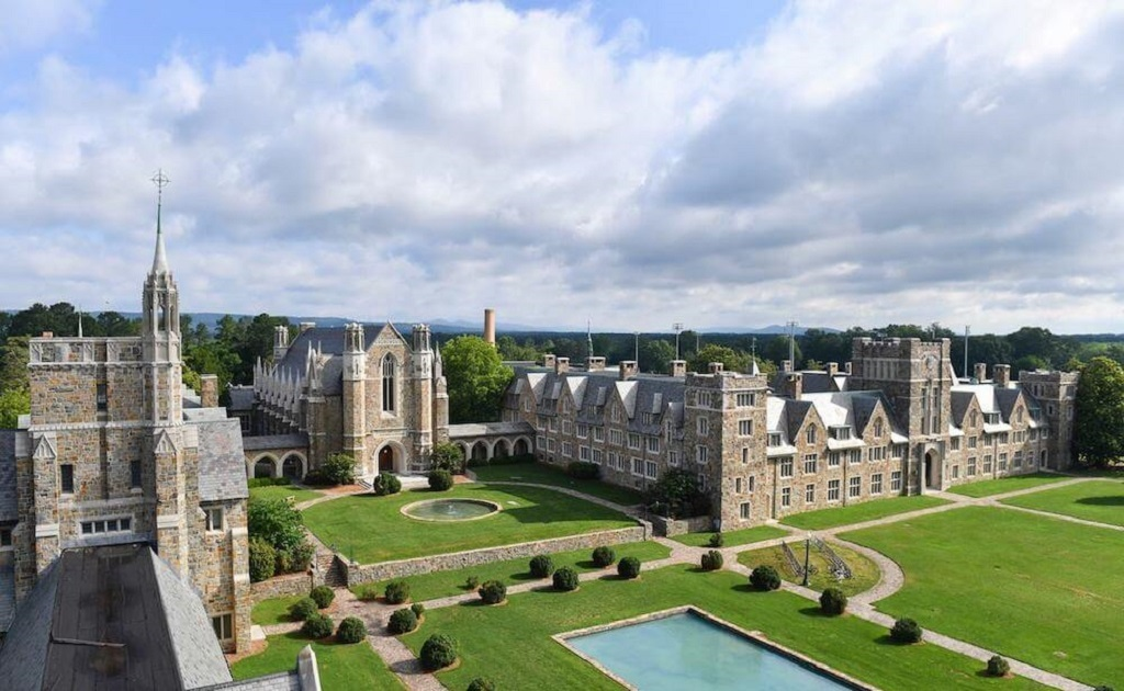 most beautiful universities in the world that have large campus ground